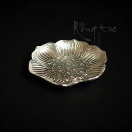 Đĩa hoa sen bằng bạc